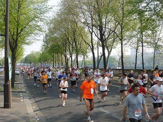 Marathon_along_the_Seine_2007