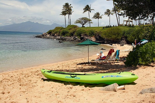 Maui-beach-ocean-kayaking
